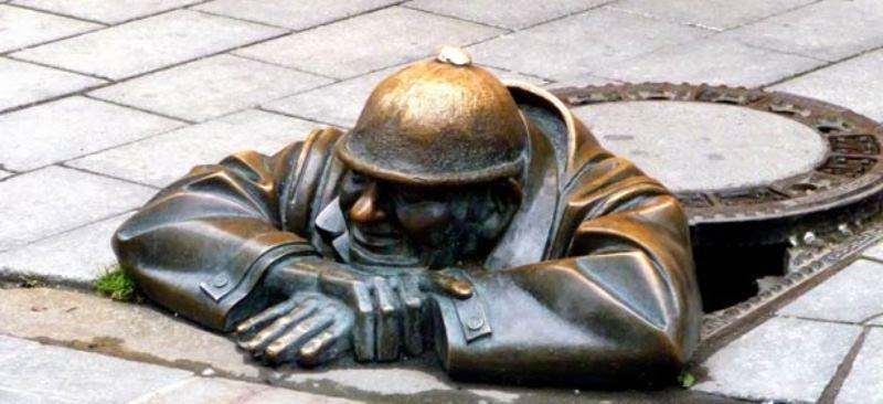bratislavada yer alan heykelelr