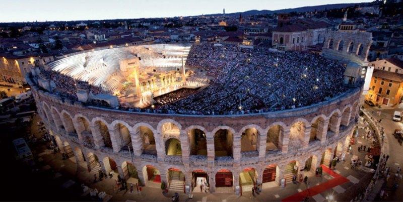 Arena di Verona ( Verona Arenası )