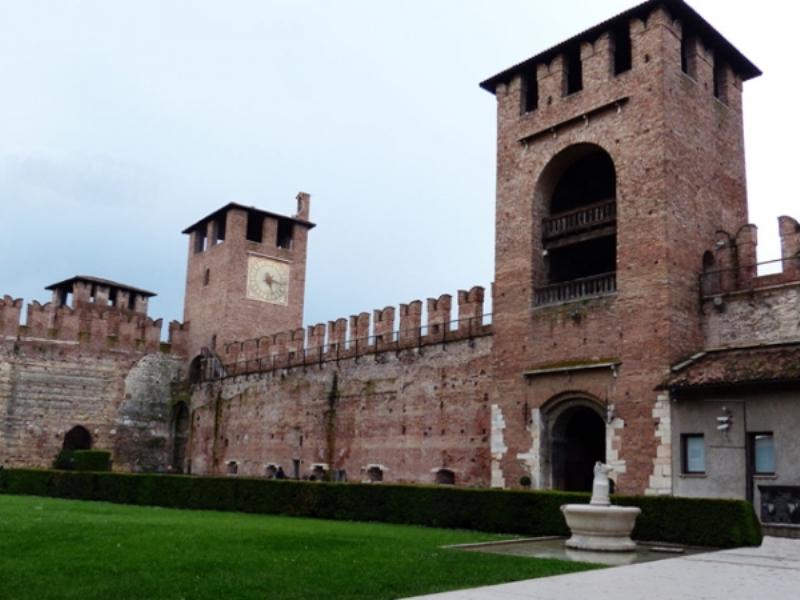 Castelvecchio ( Eski kale ) - veronada gezilecek tarihi yapılar