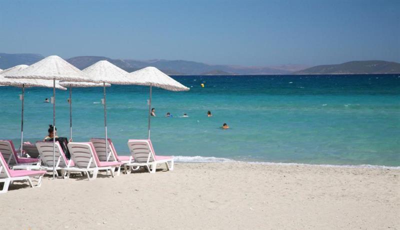 çeşmedeki en güzel plajlar - çeşme altınkum plajı
