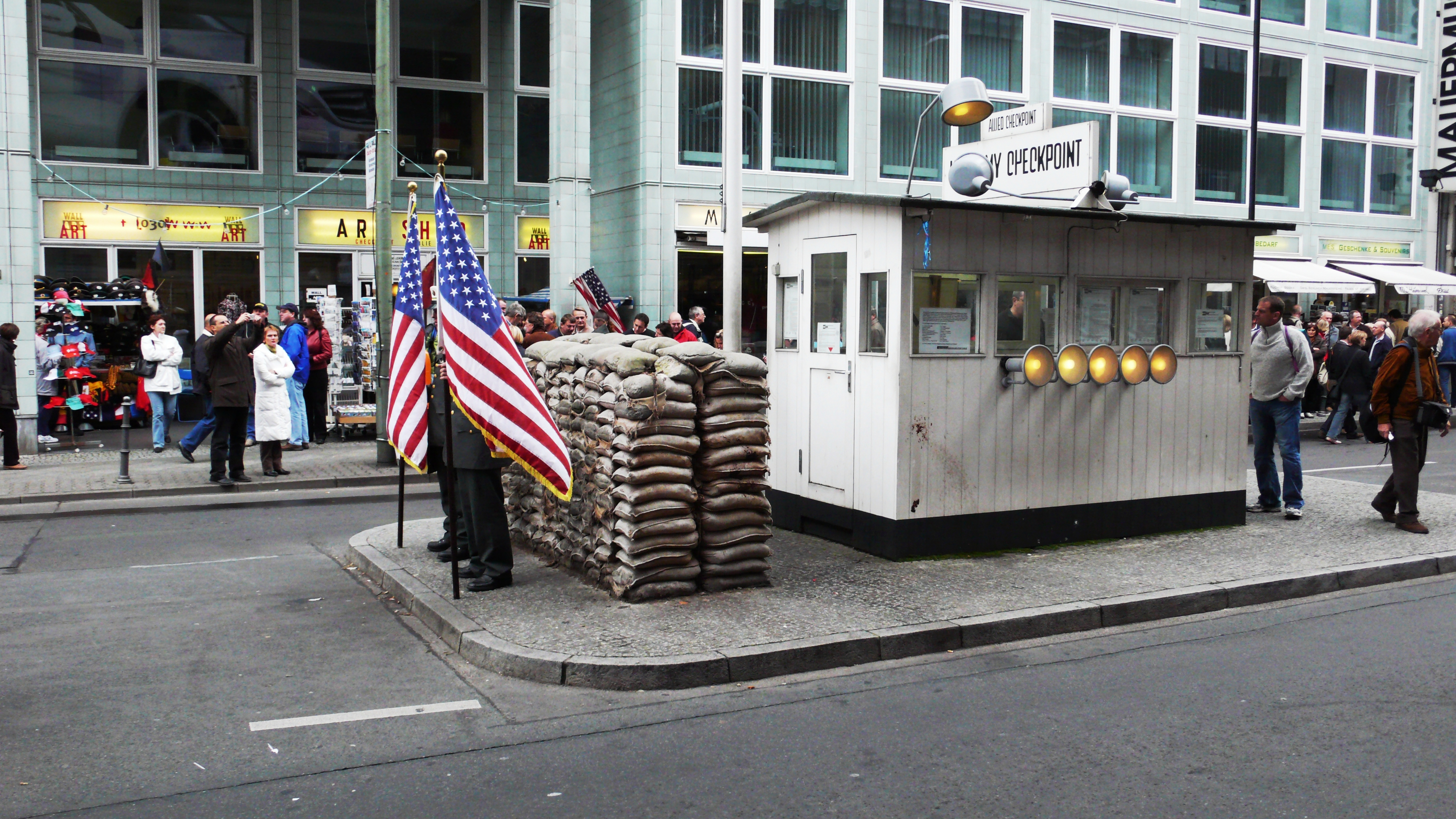 Checkpoint Charlie ve Berlin Duvarı