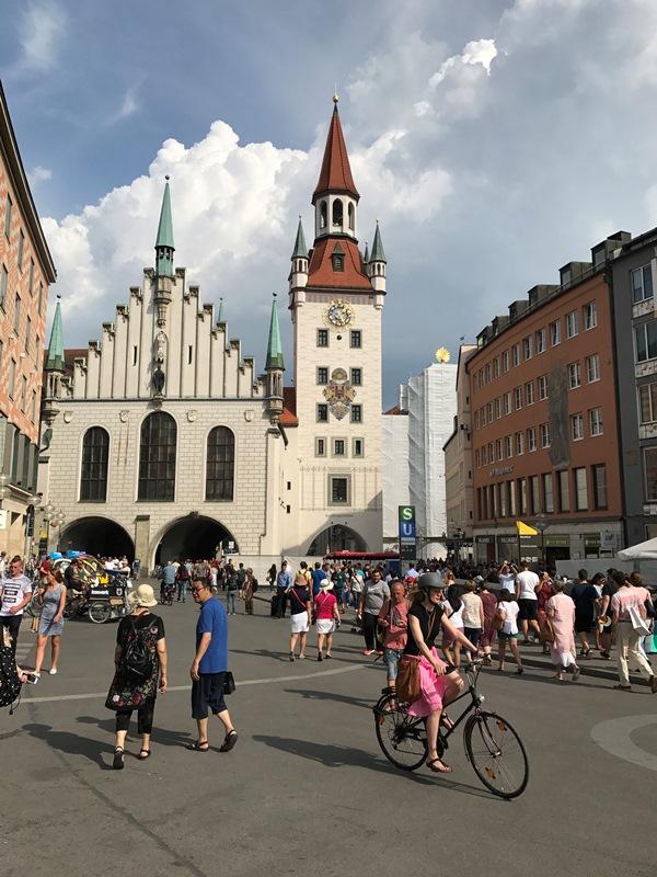 MünihAltes Rathaus (Eski Belediye Sarayı) - münihte gezilecek yerler