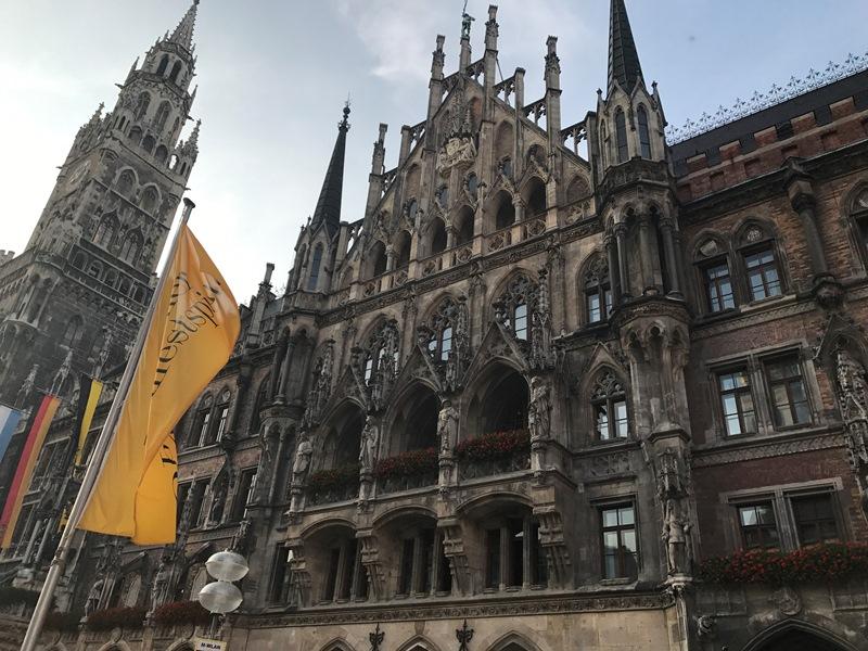MünihNeues Rathaus (Yeni Belediye Sarayı)