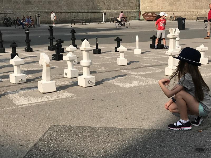 SazlburgKapitelplatzdaki satranç takımı